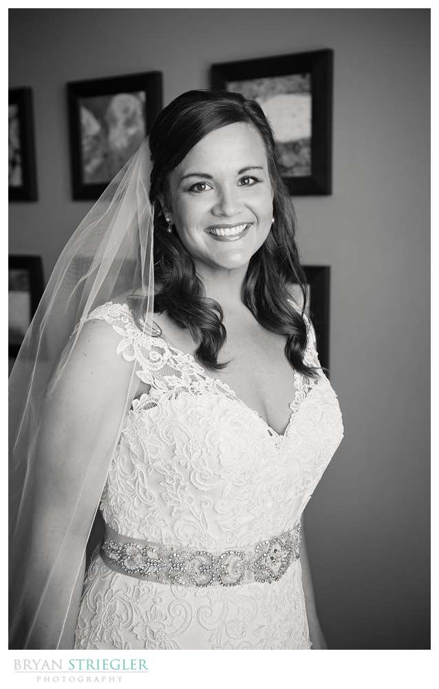 Fayetteville, Arkansas wedding bride black and white