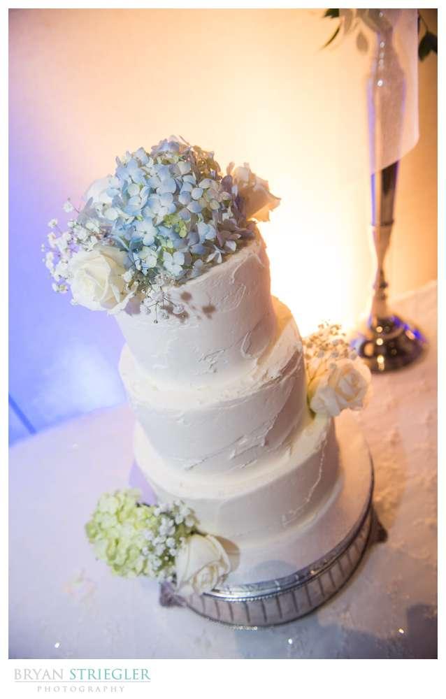 Fayetteville, Arkansas wedding cake with flowers