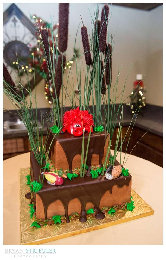 Arkansas Winter Wedding Razorback cake