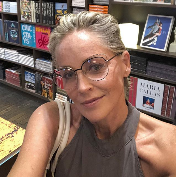 Ей 61, и она прекрасна! Шэрон Стоун на шопинге без макияжа