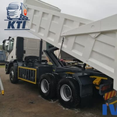 Trakker AD380T38H with 16 cube rock tipper body image