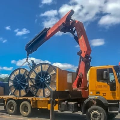 5 to 30 tonne self-loading truck cranes image