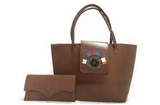 Designs and creates gorgeous leather bags, purses and sandals