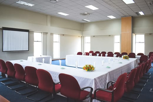 A modern facility that can accommodate 450 delegates (subject to preferred layout)