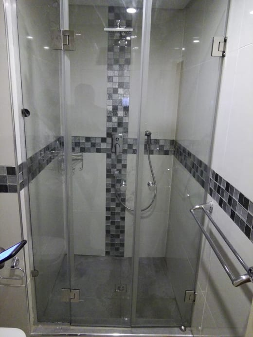 Frameless shower project completed for the Taj Pamodzi Hotel