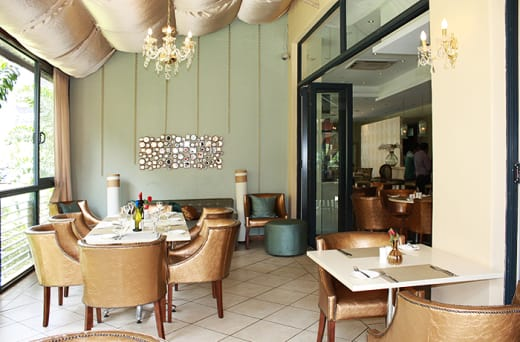 Places an emphasis on quality in a relaxed setting