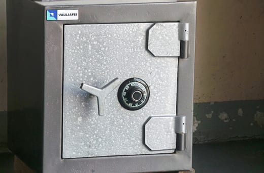 Safes have an automatic re-lock system in case of forced entry
