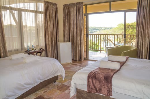 8 Exclusive en-suite rooms with jacuzzi and balcony
