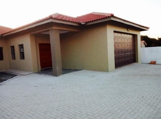 3 Bedroom freestanding to let in Roma