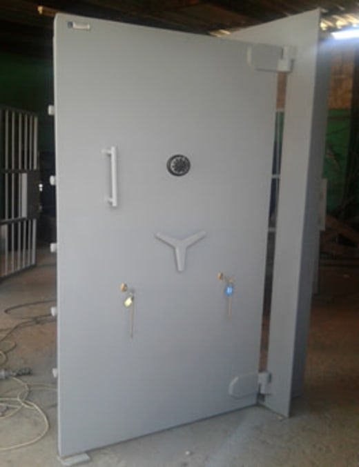 Quality strong room and vault doors