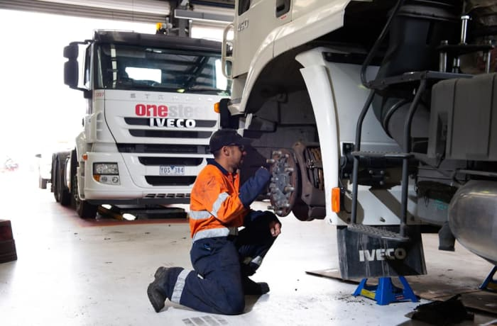 Truck and Bus maintenance image