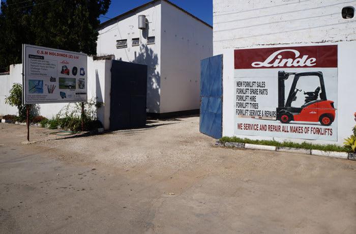 Light commercial vehicle maintenance image