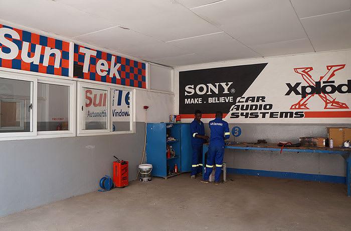 Auto fitment centres image