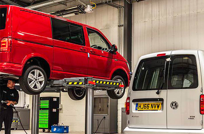 Light commercial vehicle maintenance image
