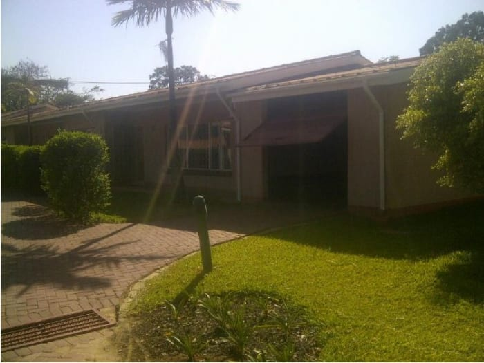 2 Bedroom flat to let in Rhodes Park