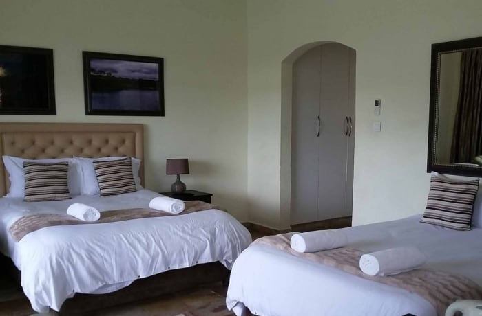 Luxury en-suite rooms with jacuzzi and balcony