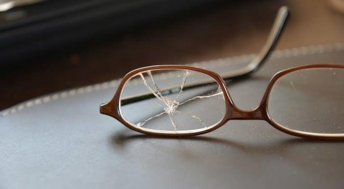 Replace your broken eyeglass lense