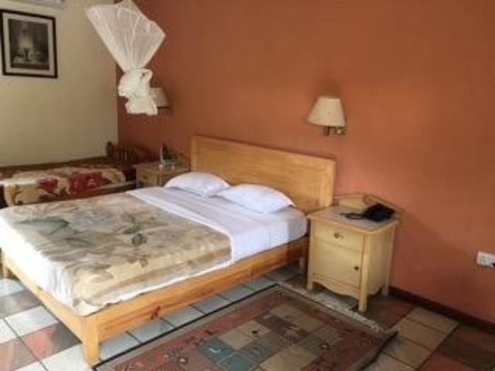 16 double room lodge for sale in Longacres