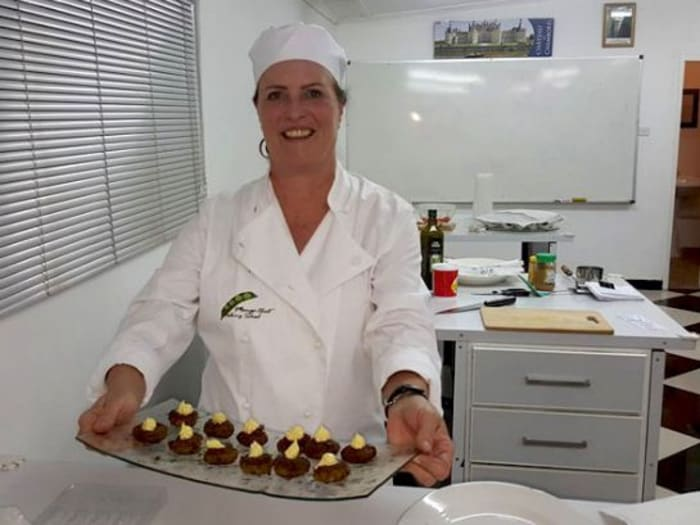 Professional chef available to train aspiring beginners as well as accomplished cooks