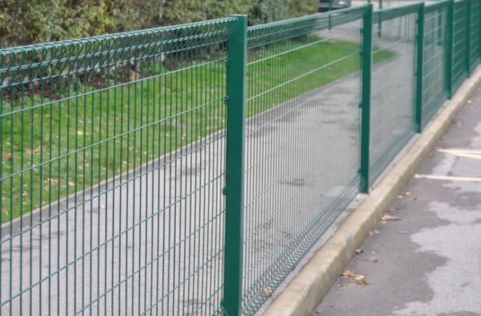Medium security mesh fencing