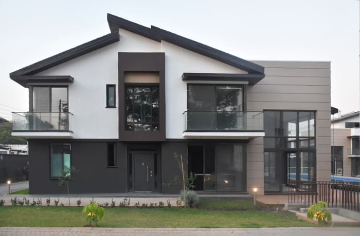 4 and 5 bedroom upmarket houses up for rent or sale