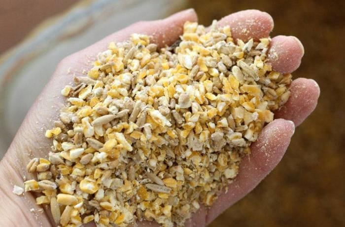 Stock feed lime stone - grit is crushed and screened of 1mm to 3mm grit
