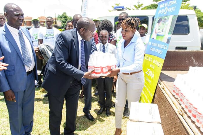 Zoona donates sanitation materials to the Ministry of Health