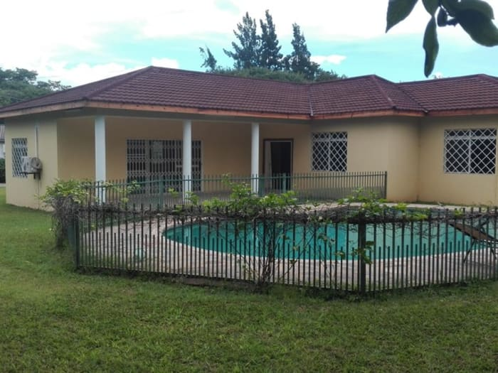 3 Bedroom house to let in Roma