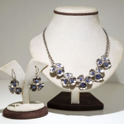 Silver and tanzanite plated with white gold flowers necklace and earring set image