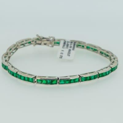 Silver linked emerald bracelet image