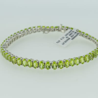 Silver chain peridot bracelet image