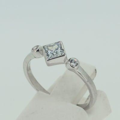 Engagement silver and princess cut crystal +2 crystals ring image