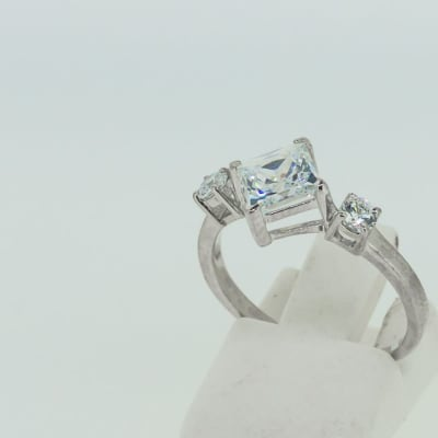 Engagement silver 3-crystal princess ring image