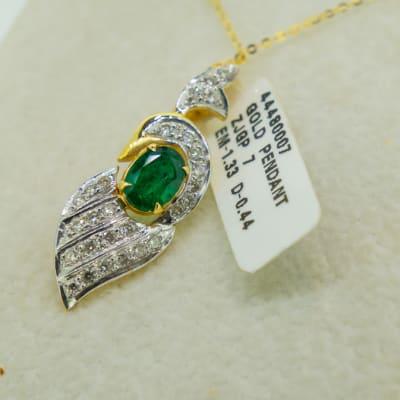 Yellow gold 18k emerald and diamond leaf pendant image