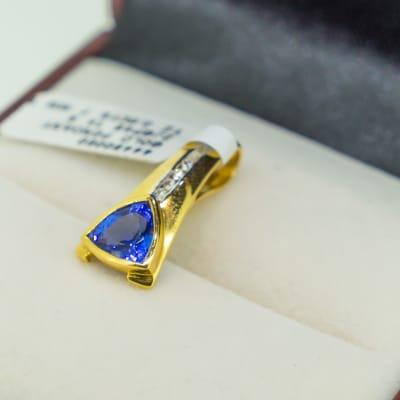 Yellow gold 18k and tanzanite pendant with diamond image