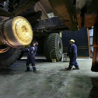 Mining vehicle repair image