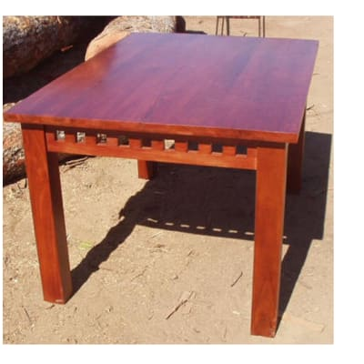 Dining table 6-seater with blocky feature image