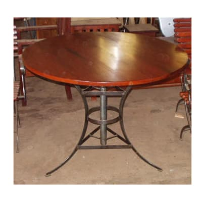 Dining table Round sturdy patio image