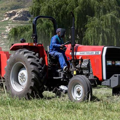 MF 200 XTRA | 35-61 KW Tractor image