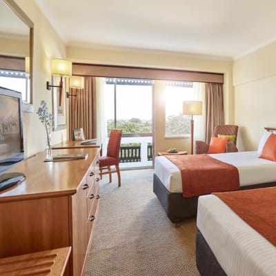 Executive Room City View Twin Bed image