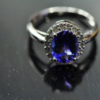 Tanzanite Oval Ring White Gold with Diamonds image