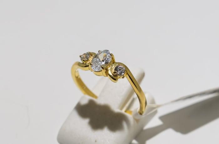 Engagement yellow gold 9k three crystal ring