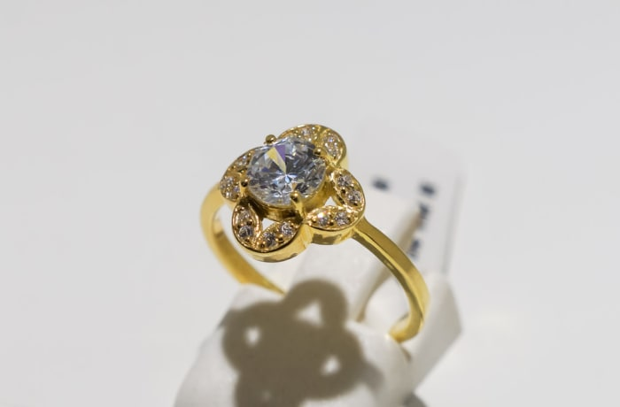 Engagement yellow gold 9k and diamond ring with 8-crystal setting