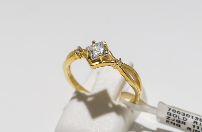 Square, crown engagement yellow gold 9k ring