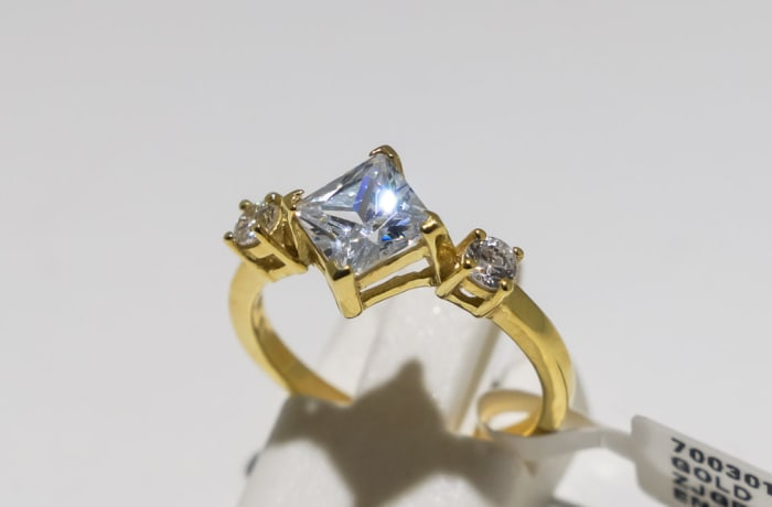 Engagement yellow gold 9k and 3-crown crystal ring