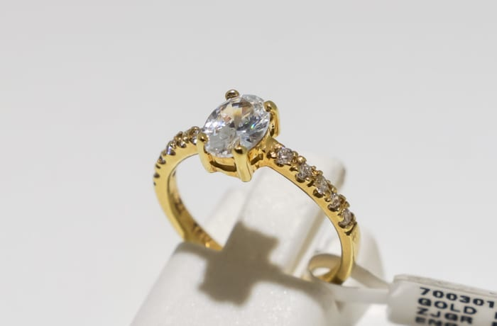 Solitaire engagement yellow gold and crystal ring
