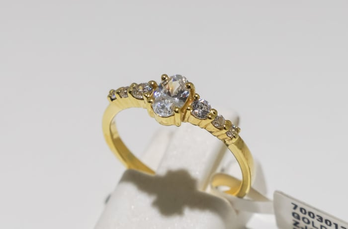 Engagement yellow gold 9k and 7 crystals ring