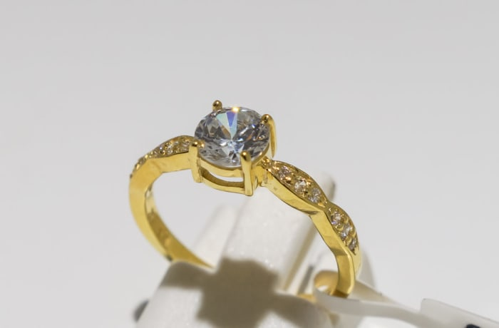 Engagement yellow gold 9k and crystal wave solitaire ring