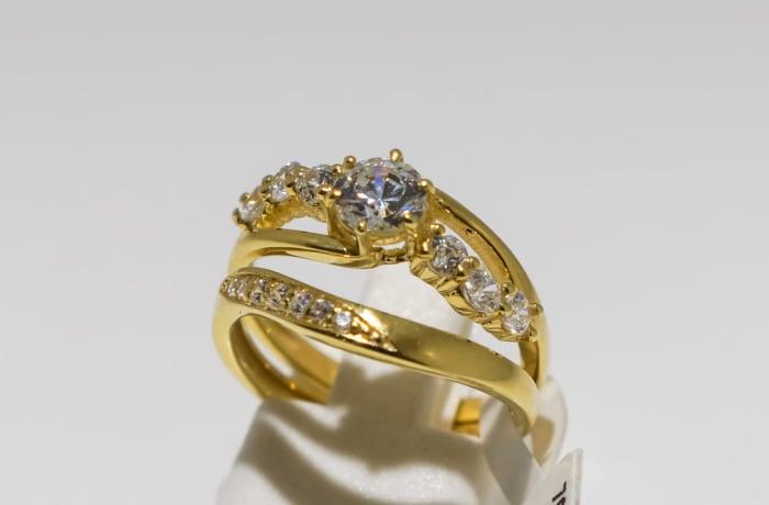 Wedding set yellow gold 9k and crystal split shank 7-stone ring