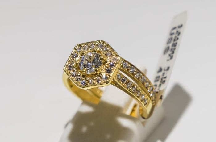 Wedding set yellow gold 9k and crystal 2-shank hexagon ring